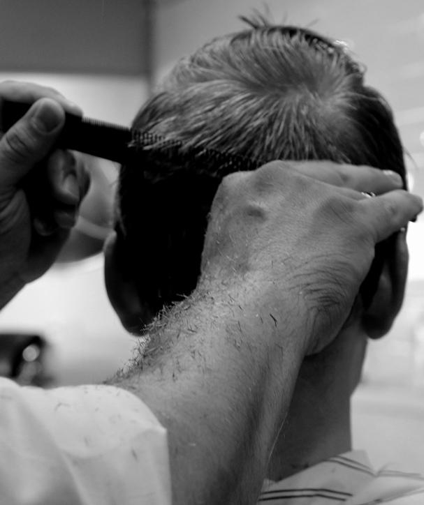 throne friseur Prenzlauer Berg Berlin haare schneiden Barbershop Rasieren Bartschnitt Herren Waschen Schneiden Föhnen Stylen 02